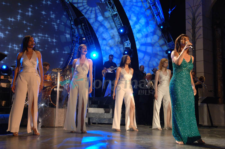 beautiful singers on stage